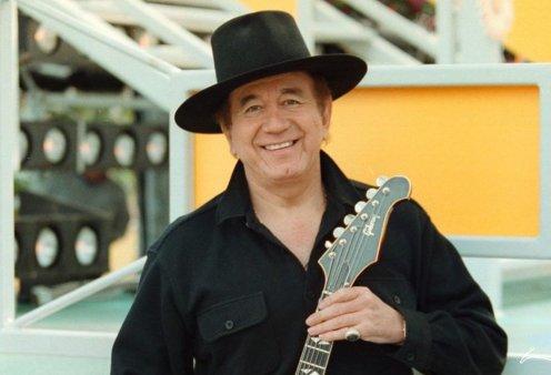 Διάσημος τραγουδιστής πέθανε από κορωνοϊό – Θα μείνει αξέχαστος για το «If I Had a Hammer» (Φωτό & Βίντεο)  - Κυρίως Φωτογραφία - Gallery - Video
