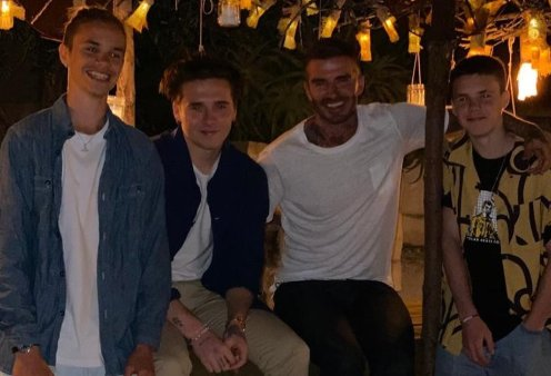 O David Beckham κάνει διακοπές στην Ελλάδα με τους γιους του Romeo, Brooklyn, Cruz - Και οι αρραβωνιαστικές τους; (φωτό) - Κυρίως Φωτογραφία - Gallery - Video