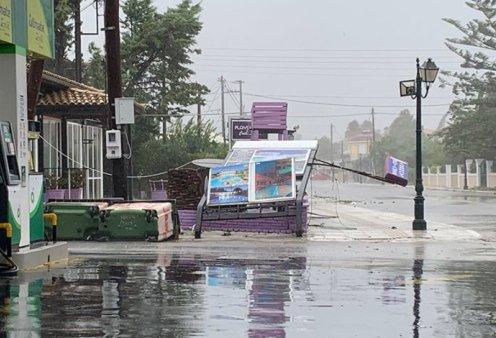 «Ιανός»: Συγκλονιστικές εικόνες & βίντεο από τις μεγάλες καταστροφές σε Ιόνιο & Πελοπόννησο - Έπεσαν δέντρα & κολώνες της ΔΕΗ, πλημμύρισαν δρόμοι - Κυρίως Φωτογραφία - Gallery - Video