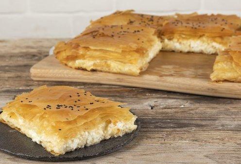 Άκης Πετρετζίκης: Ο αγαπημένος μας σεφ μας προτείνει μπουγάτσα με τυρί με φύλλο κρούστας - Κυρίως Φωτογραφία - Gallery - Video