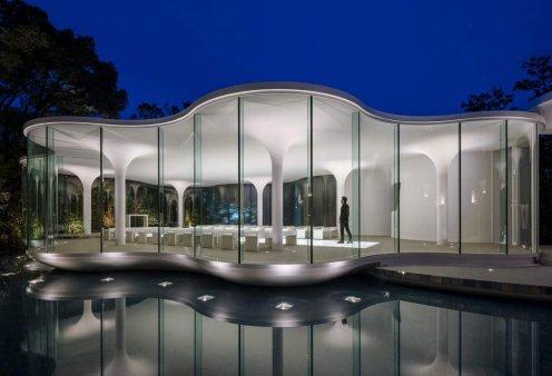 Αυτή είναι η πρώτη εκκλησία στον κόσμο μόνο για γάμους: Ένα αρχιτεκτονικό αριστούργημα μέσα σε λίμνη φτιαγμένο από γυαλί (φωτό) - Κυρίως Φωτογραφία - Gallery - Video