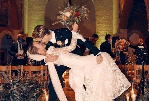 Ο μυστικός γάμος του 29χρονου top model με ριάλιτι σταρ: Το νυφικό - υπερπαραγωγή της Pronovias (φωτό) - Κυρίως Φωτογραφία - Gallery - Video