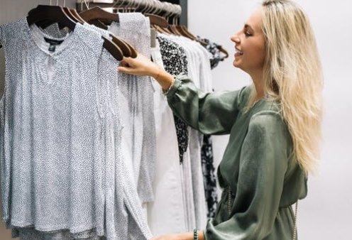 Ο Σπύρος Σούλης μας δίνει απίστευτες ιδέες: Πώς να εξαφανίσετε τη σκουριά από τα αγαπημένα σας ρούχα - Κυρίως Φωτογραφία - Gallery - Video