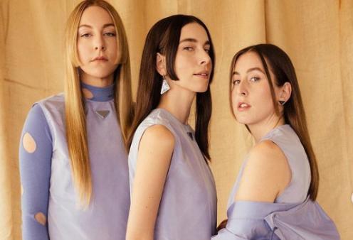 Η Vogue προστάζει για τη μόδα του καλοκαιριού: Αυτές είναι οι 12 τάσεις - Monochrome, Κάπες, Disco  - Κυρίως Φωτογραφία - Gallery - Video