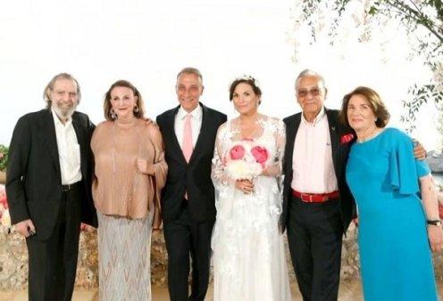 Γάμος Όλγας Κεφαλογιάννη - Μίνου Μάτσα: Η οικογενειακή φωτό με Μάκη και Ρούλα Μάτσα, Ελένη Κεφαλογιάννη και τον θείο Βαρδινογιάννη (βίντεο) - Κυρίως Φωτογραφία - Gallery - Video