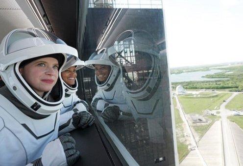 4 απλοί πολίτες στο Διάστημα! Απογειώθηκε ο πύραυλος της SpaceX - 1η τουριστική αποστολή με ερασιτέχνες αστροναύτες (φωτό & βίντεο) - Κυρίως Φωτογραφία - Gallery - Video