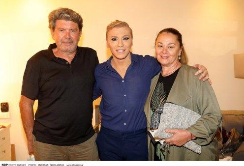 Ο Γιάννης Λάτσιος συνοδευόμενος από την σιδηρά κυρία των τηλεοπτικών παραγωγών - πήγε σε Ζαχαράτο & Άντζελα Δημητρίου (φωτό) - Κυρίως Φωτογραφία - Gallery - Video