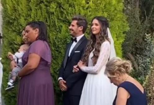 Γαμπρός με σμόκιν ο Άκης Πετρετζίκης: Η καλλονή νύφη με το υπέροχο χτένισμα - Η βάπτιση του μικρού Αχιλλέα (φωτό - βίντεο) - Κυρίως Φωτογραφία - Gallery - Video