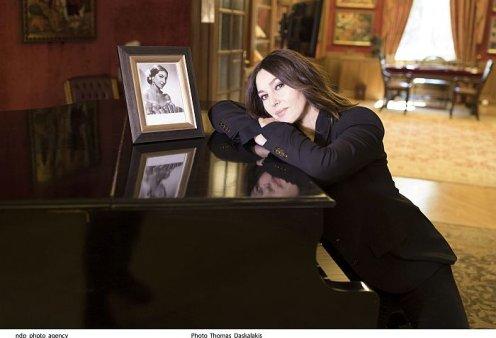 Η Monica Bellucci επισκέφθηκε την Ωνάσειο Βιβλιοθήκη - Με total black outfit εντυπωσίασε με την σιλουέτα της& την αξεπέραστη ομορφιά της (φωτό)  - Κυρίως Φωτογραφία - Gallery - Video