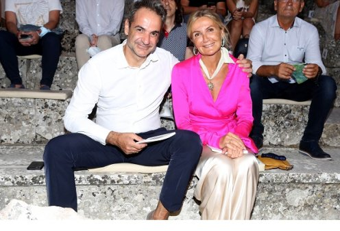 Χαλαρές στιγμές για τον Κυριάκο & την Μαρέβα Μητσοτάκη: «Ψαράκι στο Μοσχάτο! Καλή Κυριακή!» - δείτε την selfie τους - Κυρίως Φωτογραφία - Gallery - Video