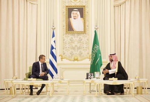 """Κυρ. Μητσοτάκης: """"Η Ελλάδα είναι πυλώνας σταθερότητας"""" - Οι σημαντικές συναντήσεις με τους πρίγκιπες  διαδόχους  της Σαουδικής Αραβίας & του Μπαχρέιν (φώτο-βίντεο)  - Κυρίως Φωτογραφία - Gallery - Video"""