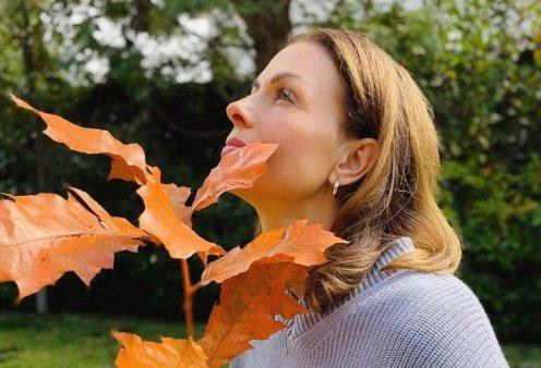 DIY serum για τις πανάδες από την Τζίνα Αλιμόνου: θα βοηθήσει την επιδερμίδα μας, ώστε να δείχνει πιο λαμπερή (βίντεο) - Κυρίως Φωτογραφία - Gallery - Video