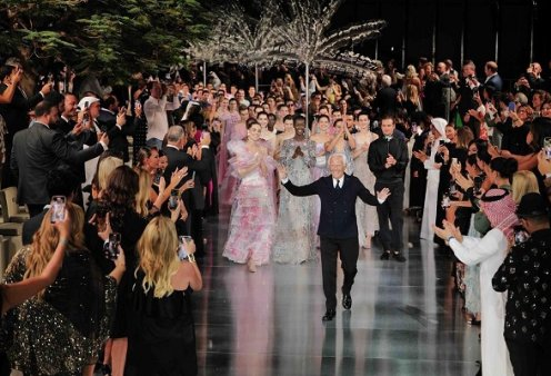 Ο Giorgio Armani με την μούσα του Sharon Stone, την ανιψιά & κληρονόμο του Roberta - το φαντασμαγορικό show στο Dubai (φωτό & βίντεο) - Κυρίως Φωτογραφία - Gallery - Video