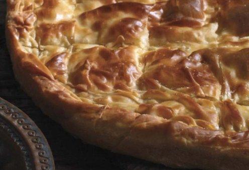 Αργυρώ Μπαρμπαρίγου: Σπιτική τυρόπιτα με μπεσαμέλ, τυρί φέτα και γραβιέρα - Αφράτη γέμιση, τραγανό χωριάτικο φύλλο & μοναδική νοστιμιά  - Κυρίως Φωτογραφία - Gallery - Video