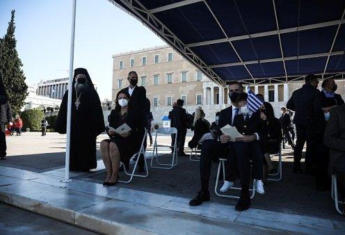 Κώστας Μπακογιάννης: Στην παρέλαση της Αθήνας με τον μικρούλη γιο του - Ο Δήμος φόρεσε το κοστούμι του (φωτό)   - Κυρίως Φωτογραφία - Gallery - Video