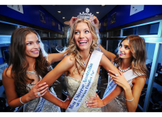 "Made in Greece: Η ""Καλαματιανή κούκλα"", Μαίρη Βιτινάρος θαμπώνει με την ομορφιά της την Αυστραλία - Διαφημίζει την ομορφιά της Πελοποννήσου σε όλη τη Γη! (φωτό) - Κυρίως Φωτογραφία - Gallery - Video"