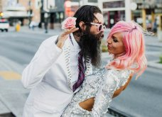 Smile: Ο πιο τρελός γάμος όλων των εποχών - Η νύφη με το ροζ μαλλί, τις παγέτες, τα all star και το απίθανο πάρτι! - Κυρίως Φωτογραφία - Gallery - Video 5