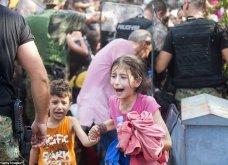 Σπαρακτικές φωτογραφίες με προσφυγόπουλα στα Σκόπια την ώρα των συγκρούσεων με την αστυνομία - Κυρίως Φωτογραφία - Gallery - Video 3