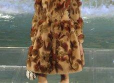 Tα συναρπαστικά κομμάτια του Fendi για τον ερχόμενο Φθινόπωρο - Χειμώνα:  Λαμπερό show στην Fontana di Trevi - Κυρίως Φωτογραφία - Gallery - Video 9