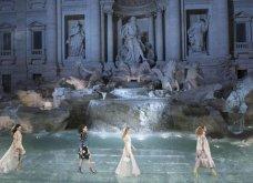 Tα συναρπαστικά κομμάτια του Fendi για τον ερχόμενο Φθινόπωρο - Χειμώνα:  Λαμπερό show στην Fontana di Trevi - Κυρίως Φωτογραφία - Gallery - Video 2
