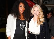 Mε σορτς στα 62! Η Christie Brinkley το φοράει βελούδινο και στέκεται καμαρωτή δίπλα Serena Williams στο πάρτυ του Tommy Hilfiger - Κυρίως Φωτογραφία - Gallery - Video
