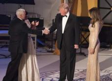 Melania Trump: Όλα όσα φόρεσε σε 12 ώρες- Η πρώτη χρυσή τουαλέτα, τα Cucci γυαλιά, το σικ παλτό  - Κυρίως Φωτογραφία - Gallery - Video