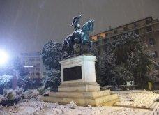 Το χιόνι έντυσε στα λευκά όλη την Αττική (φωτό) - Δείτε πού υπάρχουν προβλήματα στους δρόμους - Κυρίως Φωτογραφία - Gallery - Video 4
