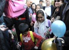 Good News: Με μπαλόνια, λουλούδια & χαμογέλα υποδέχτηκαν τα προσφυγόπουλα σε σχολείο στο Κερατσίνι - Κυρίως Φωτογραφία - Gallery - Video