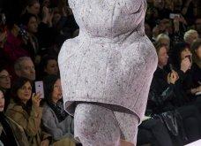 Comme Des Garcons: Ρούχα από το διάστημα ή απλά κακόγουστα-αλουμινόχαρτο, αφρός ή ό,τι πιο τρελό έχετε δει στη μόδα (Φώτο) - Κυρίως Φωτογραφία - Gallery - Video