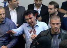 Χάος στα Σκόπια: Έφοδος διαδηλωτών μέσα στο Κοινοβούλιο - Συμπλοκές & 4 τραυματίες (Φωτό - Βίντεο) - Κυρίως Φωτογραφία - Gallery - Video 2