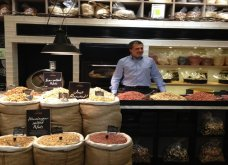 Αποκλειστικό - Made in Greece η Carpo: Η αυθεντική ελληνική εμπειρία σε Picadilly - Knightsbridge:  Μυρωδάτοι ξηροί καρποί, καφές &... ατμόσφαιρα - Κυρίως Φωτογραφία - Gallery - Video