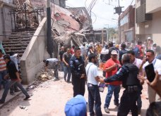 30 συνταρακτικές φωτογραφίες από τον σεισμό στο Μεξικό - 230 νεκροί & σπίτια - χάρτινοι πύργοι που κατέρρευσαν - Κυρίως Φωτογραφία - Gallery - Video 16