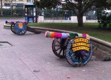 45 απίθανα σημεία η οχήματα της πόλης που διακοσμήθηκαν με πολύχρωμα πλεκτά - Κυρίως Φωτογραφία - Gallery - Video 24