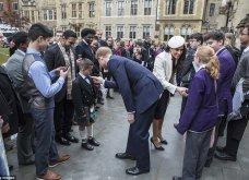 """Η Meghan Markle έκανε την πρώτη της δημόσια εμφάνιση με την βασίλισσα Ελισάβετ και δήλωσε """"ενθουσιασμένη""""! - Κυρίως Φωτογραφία - Gallery - Video"""