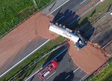 Φορτηγό έριξε 12 τόνους υγρής σοκολάτας στο οδόστρωμα δημιουργώντας έναν… σοκολατένιο δρόμο! (ΒΙΝΤΕΟ)   - Κυρίως Φωτογραφία - Gallery - Video