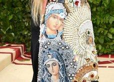 Met Gala 2018- Στέναξε το κόκκινο χαλί: Σαν Πάπας η Ριάνα, βασίλισσες η Αμάλ & η Κιμ- Το έλα να δεις των εκκεντρικών εμφανίσεων (ΦΩΤΟ) - Κυρίως Φωτογραφία - Gallery - Video 34