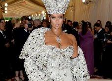 Rihanna: Και τώρα σεξοβόμβα! Ξεσήκωσε τους φανς της όχι με τραγούδια αλλά με μαύρο μπουστιέ της δικής της σειράς εσωρούχων (ΦΩΤΟ) - Κυρίως Φωτογραφία - Gallery - Video