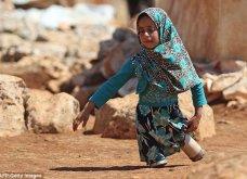 Ραγίζει καρδιές η 8χρονη Σύρια που περπατάει με προσθετικά πόδια από κονσέρβες- Της τα έφτιαξε ο μπαμπάς της (ΦΩΤΟ-ΒΙΝΤΕΟ) - Κυρίως Φωτογραφία - Gallery - Video