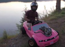 Το αυτοκινητάκι της Barbie έγινε go kart και «έπιασε» τα 115 χιλιόμετρα (ΒΙΝΤΕΟ)  - Κυρίως Φωτογραφία - Gallery - Video