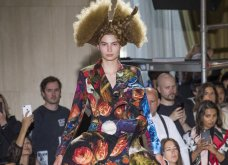 Comme DesGarçons 2018: Οι έντονες κι οι «τρελές» τάσεις που επέλεξε για τη φετινή χρονιά η Γιαπωνέζα σχεδιάστρια, Ρέι Καβακούμπο (ΦΩΤΟ) - Κυρίως Φωτογραφία - Gallery - Video