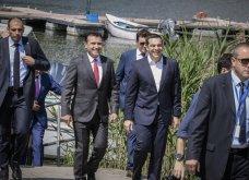 H υπογραφή της ιστορικής συμφωνίας Ελλάδας - ΠΓΔΜ στις Πρέσπες μέσα από τον φωτογραφικό φακό - Ο Ζάεφ έδωσε τη γραβάτα του στον Τσίπρα (ΦΩΤΟ & VIDEO) - Κυρίως Φωτογραφία - Gallery - Video 9