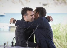 H υπογραφή της ιστορικής συμφωνίας Ελλάδας - ΠΓΔΜ στις Πρέσπες μέσα από τον φωτογραφικό φακό - Ο Ζάεφ έδωσε τη γραβάτα του στον Τσίπρα (ΦΩΤΟ & VIDEO) - Κυρίως Φωτογραφία - Gallery - Video 12