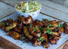 Λαχταριστές φτερούγες κοτόπουλου με σάλτσα BBQ από τον Άκη Πετρετζίκη (Βίντεο) - Κυρίως Φωτογραφία - Gallery - Video