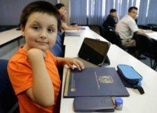 12χρονο παιδί - θαύμα ξεκινάει σπουδές στην ιατρική έχοντας μαζί το λούτρινο κουκλάκι του (φωτο βιντεο)  - Κυρίως Φωτογραφία - Gallery - Video