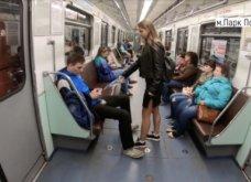 Ρωσίδα φοιτήτρια ρίχνει χλωρίνη στα παντελόνια αντρών στο μετρό- Διαμαρτύρεται για το manspreading! (ΦΩΤΟ - ΒΙΝΤΕΟ)    - Κυρίως Φωτογραφία - Gallery - Video