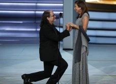 Βραβεία Emmy: Κέρδισε βραβείο σκηνοθεσίας κι αντί για ευχαριστώ, έκανε πρόταση γάμου στη σύντροφό του! (Βίντεο) - Κυρίως Φωτογραφία - Gallery - Video