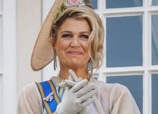 Μια ατημέλητη Βασίλισσα: Με καπαρντίνα Burberry ριγμένη στους ώμους και μαλλιά εντελώς αχτένιστα (Φωτό) - Κυρίως Φωτογραφία - Gallery - Video