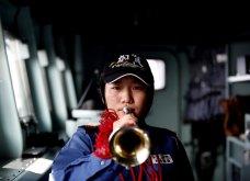 Γιαπωνέζες στρατιωτίνες σε αεροπλανοφόρο κρατούν από όπλο μέχρι... σούσι! (Φωτό) - Κυρίως Φωτογραφία - Gallery - Video 11