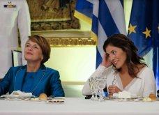 Δείπνο στο Προεδρικό Μέγαρο: Βαθύ ντεκολτέ και σκίσιμο στο φουστάνι της Μπέτυς Μπαζιάνα - Μπλε ρουαγιάλ για τη Γερμανίδα σύζυγο του Προέδρου (Φωτό) - Κυρίως Φωτογραφία - Gallery - Video 4