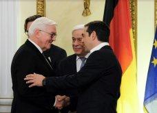 Δείπνο στο Προεδρικό Μέγαρο: Βαθύ ντεκολτέ και σκίσιμο στο φουστάνι της Μπέτυς Μπαζιάνα - Μπλε ρουαγιάλ για τη Γερμανίδα σύζυγο του Προέδρου (Φωτό) - Κυρίως Φωτογραφία - Gallery - Video 5